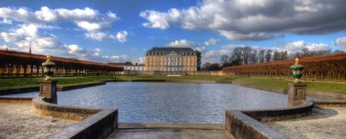Blick auf Schloss Augustusburg im Sommer