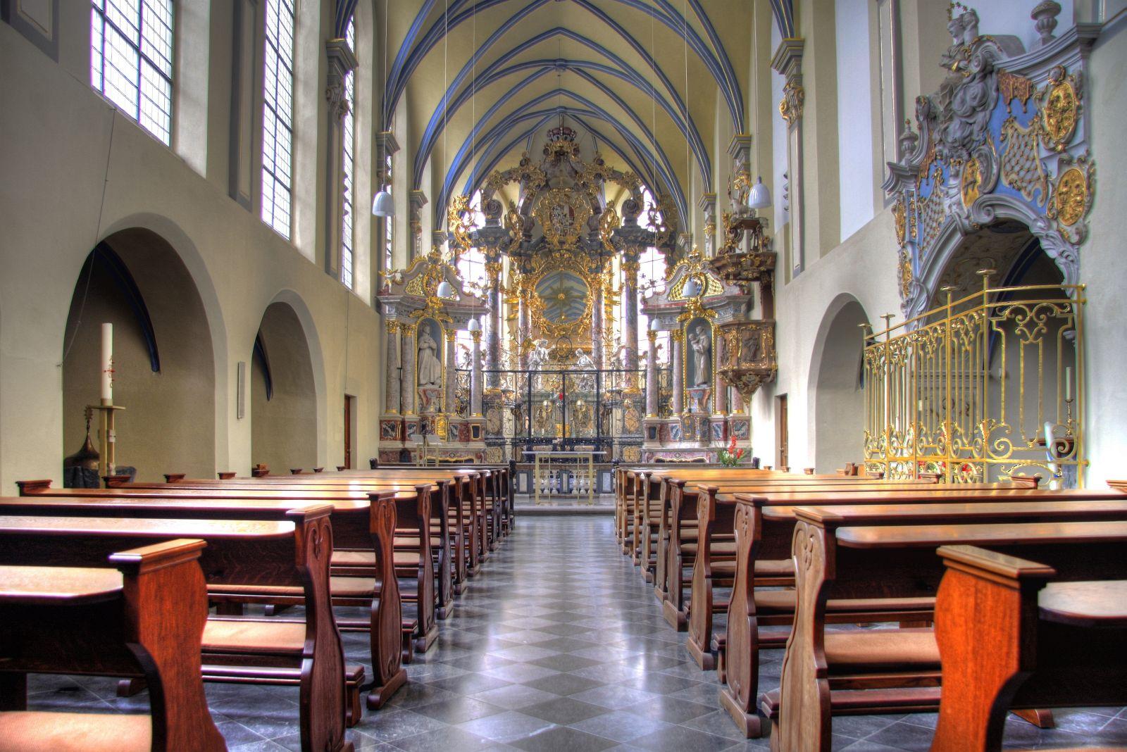 Blick in die Schlosskirche St. Maria von den Engeln zu Brühl - Hochaltar von Balthasar Neumann
