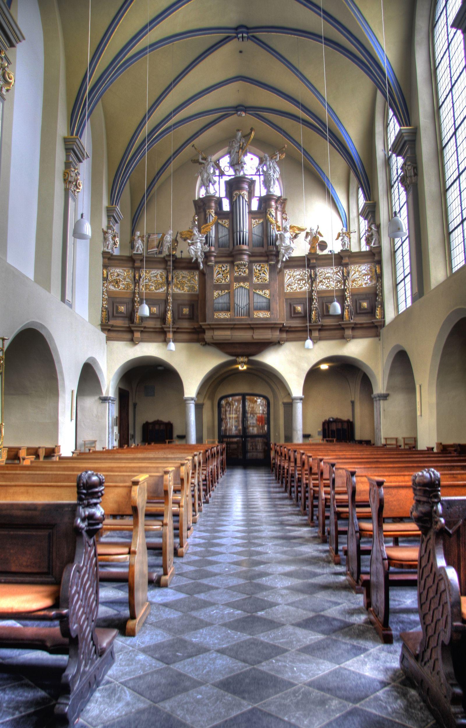 Blick auf den Orgelprospekt der Schlosskirche St. Maria von den Engeln zu Brühl