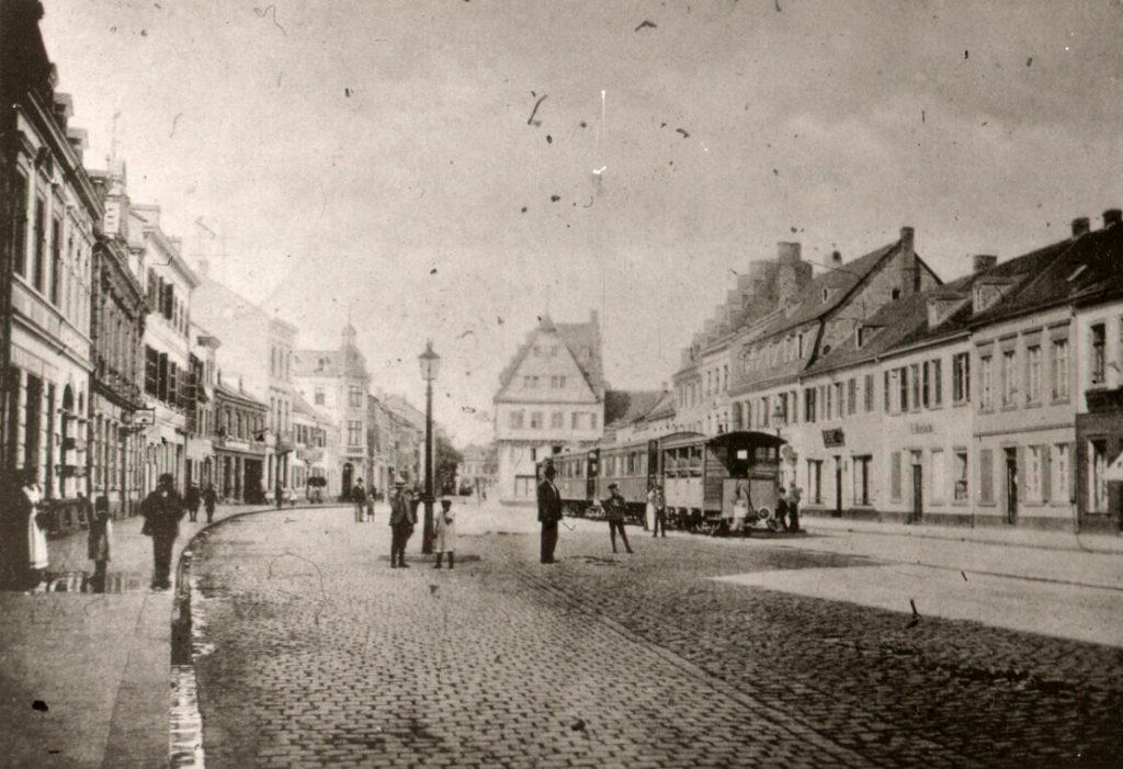 """Der """"Feurige Elias"""" auf dem Brühler Markt"""